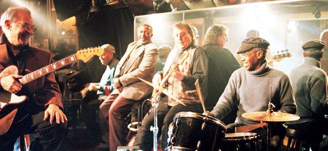 Bandmitglieder im Studio
