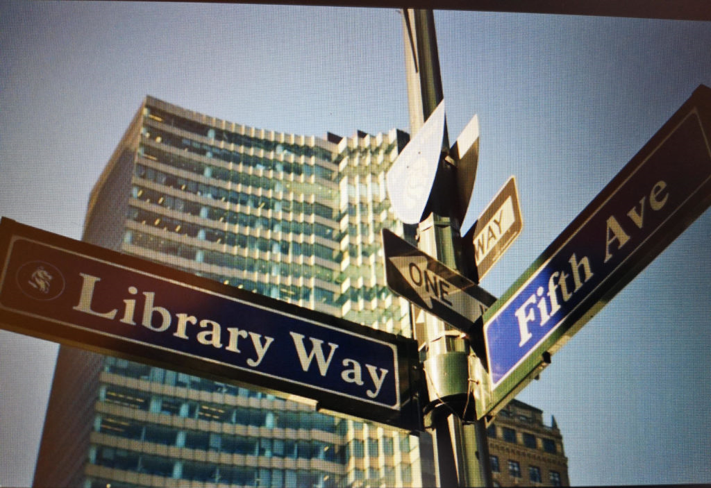 "Wegweiser zur ""Fifth Avenue"" und ""Library Way"""
