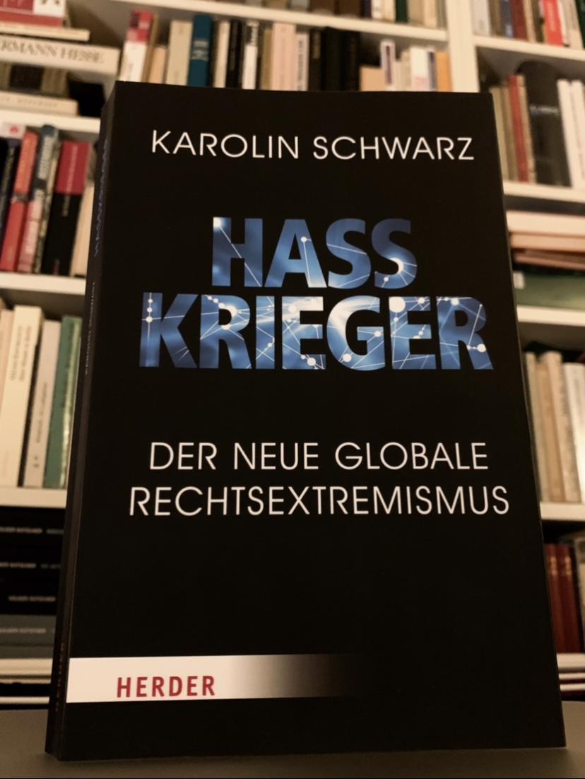 """Buchcover von Karolin Schwarz """"Hasskrieger. Der neue globale Rechtsextremismus"""""""